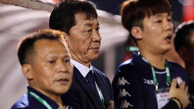 HLV Chung Hae Seong rất biết khai thác hiệu quả của Công Phượng. Ảnh: VPF