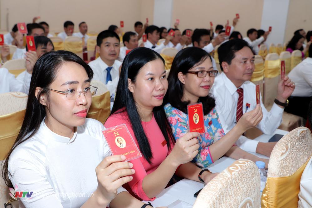 Đại hội biểu quyết thông qua dự thảo Nghị quyết Đại hộiĐảng bộ Khối các cơ quan tỉnh lần thứ XX.
