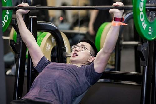Nên tập theo bài tập mà huấn luyện viên đưa ra để phù hợp sức khỏe và không nên tập luyện quá sức.
