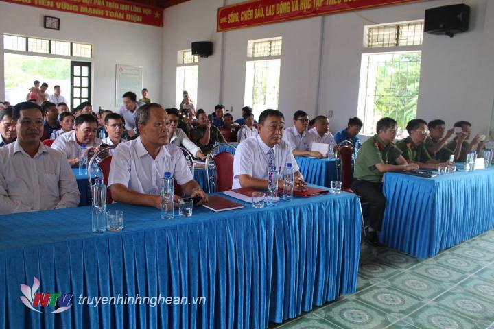 Các đại biểu tham dự.