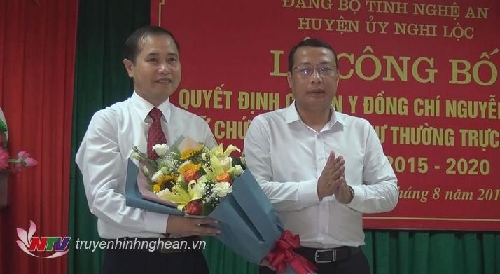 Lãnh đạo huyện Nghi Lộc chúc mừng tân Phó Bí thư huyện ủy Nghi Lộc.