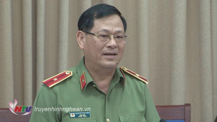 Giám đốc Công an Tỉnh Nguyễn Hữu Cầu báo cáo tại buổi làm việc.