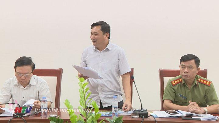Đại diện lãnh đạo TP Vinh phát biểu tại buổi họp.