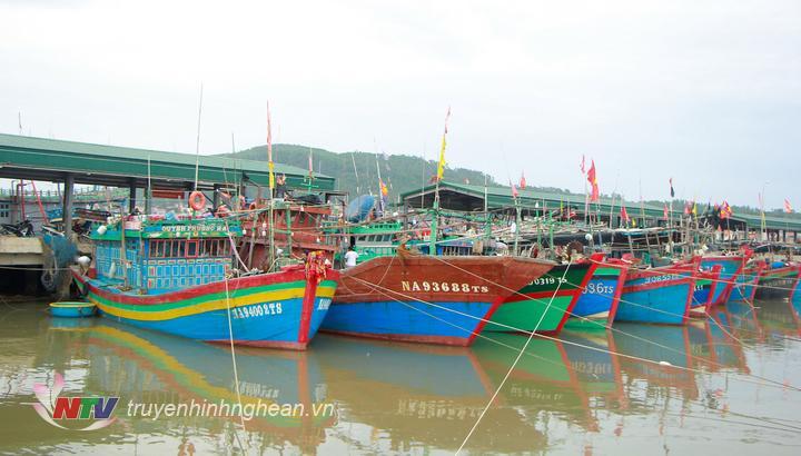 Toàn thị xã hiện có 927 tàu thuyền khai thác hải sản với gần 6000 lao động. Sau khi nhận được thông báo về cơn bão số 4, có 820 phương tiện đã trở về neo đậu trên địa bàn đơn vị quản lí; 80 phương tiện neo đậu ngoài địa bàn.
