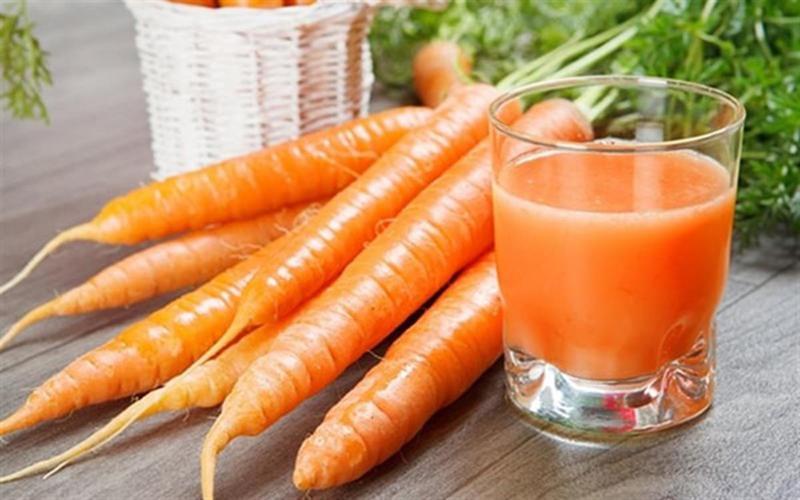 Ổn định huyết áp: Cà rốt chứa lượng natri vừa đủ để duy trì huyết áp ở mức hợp lý trong cơ thể. Đối với những người tiêu thụ cà rốt thường xuyên, huyết áp của họ sẽ luôn ở trong tình trạng ổn định và trong tầm kiểm soát.