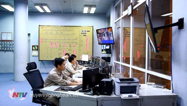 Cán bộ, CNV nhà máy thủy điện Bản Vẽ vận hành an toàn nhà máy nhằm tối đa hóa điện lượng phát lên hệ thống.