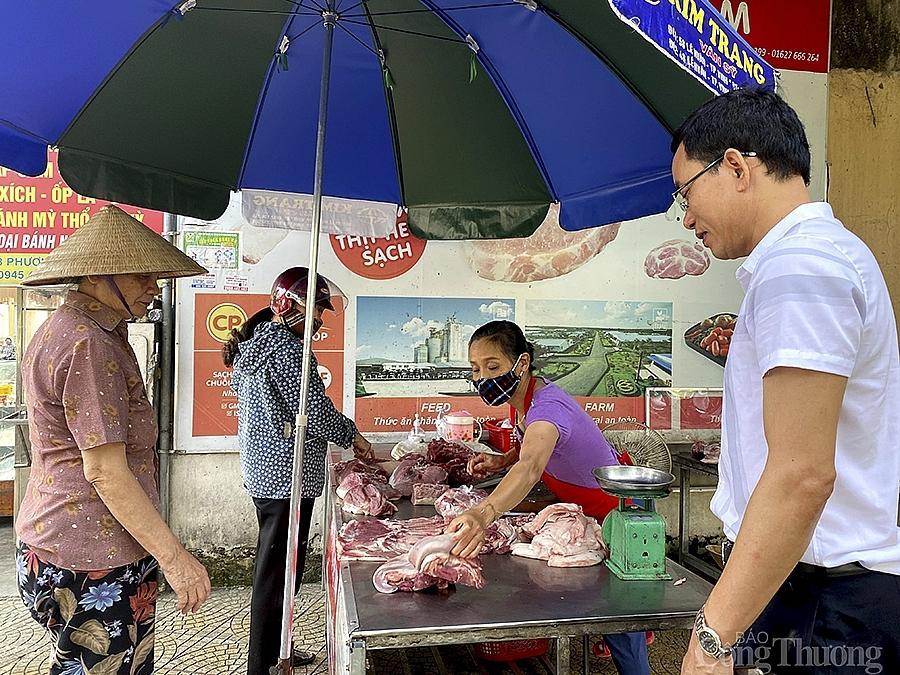 Hiện giá thịt lợn ở các chợ dân sinh trên địa bàn Nghệ An cũng đã giảm mạnh so với tuần trước đó.