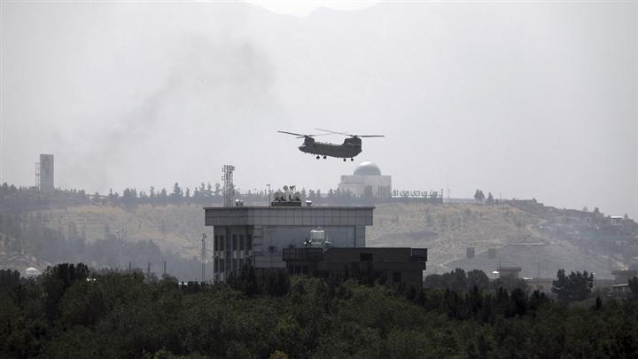 Máy bay trực thăng tại Đại sứ quán Mỹ ở Kabul. (Ảnh: AP)