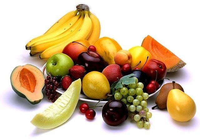Ăn uống đủ chất, uống đủ nước giúp da không bị thiếu hụt vitamin.