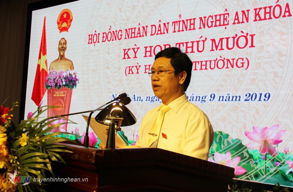 Chủ tịch HĐND tỉnh Nguyễn Xuân Sơn phát biểu khai mạc kỳ họp.