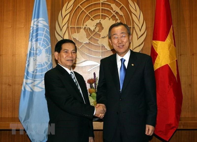   Chủ tịch nước Nguyễn Minh Triết gặp Tổng thư ký Liên hợp quốc Ban Ki-moon trong chuyến tham dự Khóa họp 64 Đại hội đồng Liên hợp quốc tại New York (Mỹ) từ 23-26/92009. (Ảnh: Nguyễn Khang/TTXVN)  