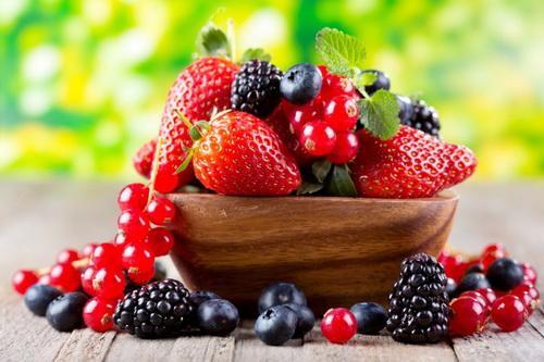 Những loại quả mọng có rất nhiều chất chống oxy hóa, tăng HDL trong máu, có thể làm giảm nguy cơ xơ vữa động mạch và nhiều bệnh khác.