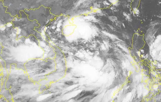 Hình ảnh mây vệ tinh của 2 áp thấp nhiệt đới trên Biển Đông.