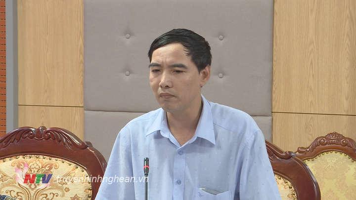 Đại diện Ủy ban MTTQ tỉnh góp ý vào dự thảo.