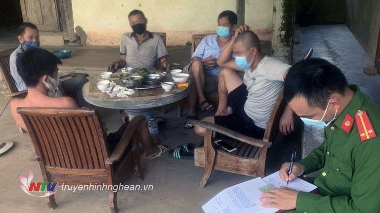 Công an phường Quang Tiến phát hiện các trường hợp tập trung ăn nhậu trong mùa dịch.