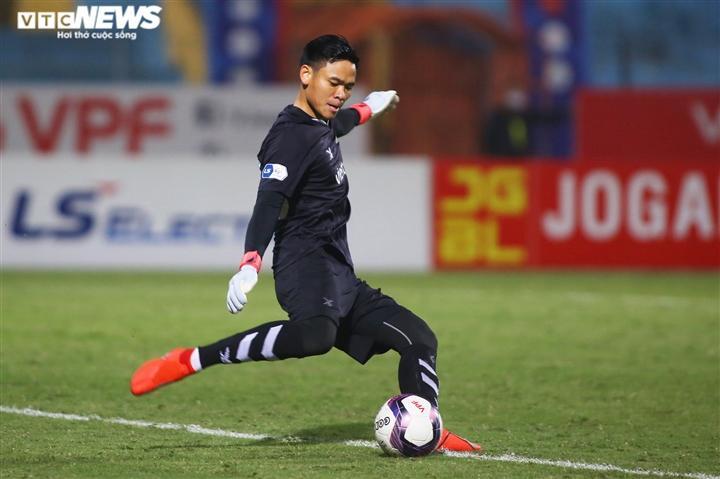 Thủ môn Nguyên Mạnh được triệu tập lên đội tuyển Việt Nam.