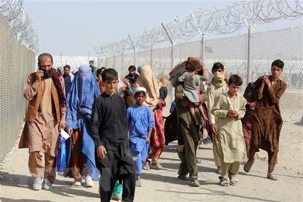 Người Afghanistan tại khu vực cửa khẩu Chaman, biên giới Pakistan-Afghanistan ngày 25/8/2021. (Ảnh: AFP/TTXVN)