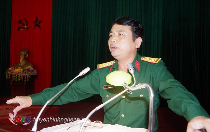 Đại tá Phan Văn Sỹ, Phó chủ nhiệm Chính trị Quân khu 4 kết luận buổi kiểm tra.