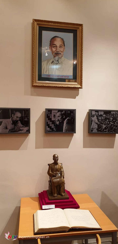 Không gian Hồ Chí Minh, nơi trưng bày nhiều hiện vật lịch sử về những năm tháng Bác hoạt động tại Pháp đầu thế kỷ 20.