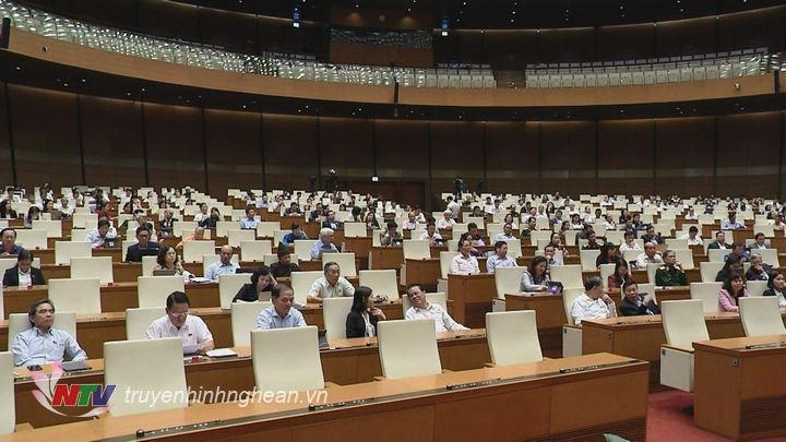 Phiên thảo luận toàn thể tại hội trường của Quốc hội.