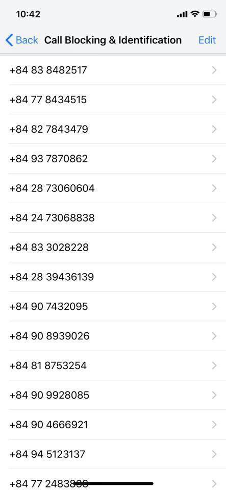 Danh sách số gọi quảng cáo mà chủ nhân buộc phải block lên đến cả trăm và vẫn chưa dừng lại... (Ảnh chụp màn hình).