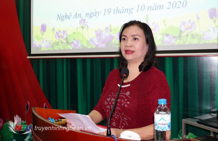 Đồng chí Lê Thị Kim Oanh - Ủy viên Ban Thường vụ, Trưởng Ban Tuyên giáo Đảng ủy Khối khai giảng lớp học.
