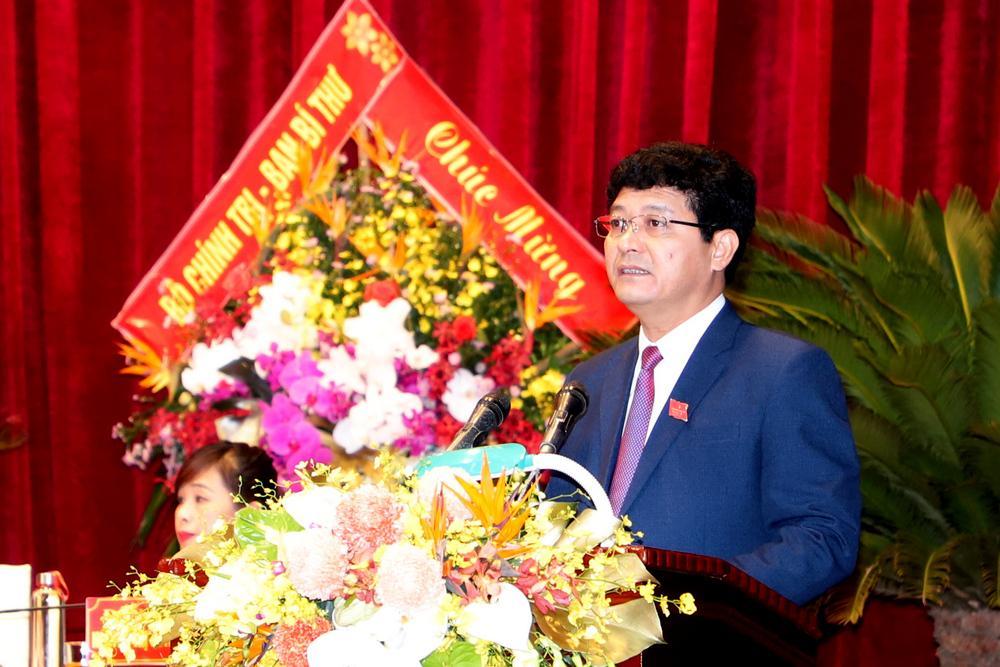 Đồng chí Phạm Trọng Hoàng, thay mặt Đoàn Thư ký lên trình bày Dự thảo Nghị quyết Đại hội.