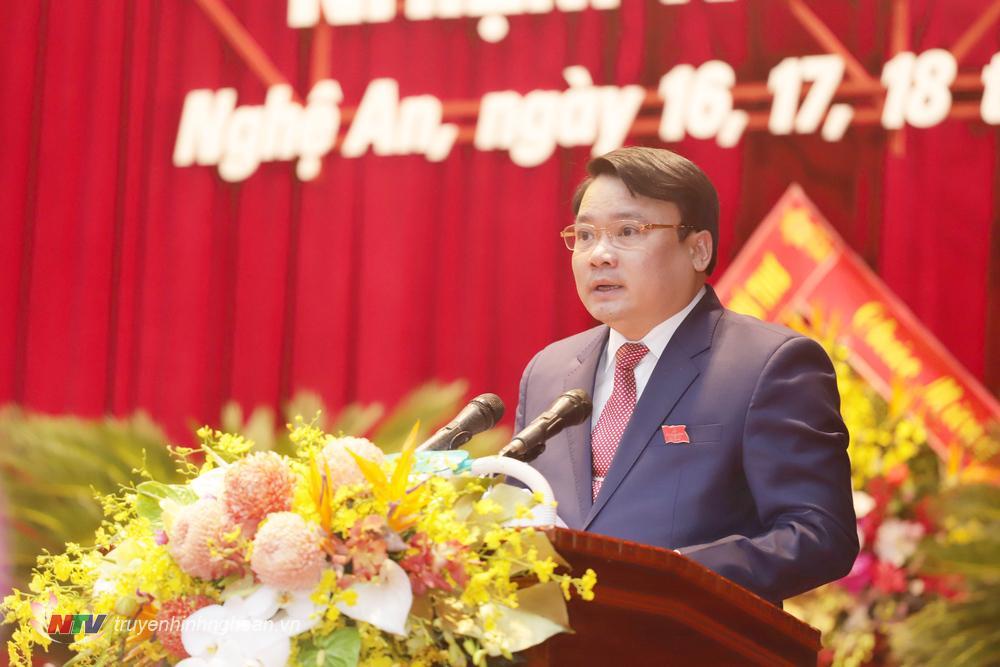 Đồng chí Phùng Thành Vinh - Bí thư Huyện ủy Đô Lương phát biểu tham luận.