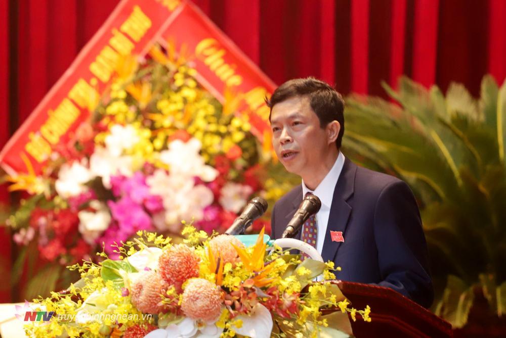 Đồng chí Vương Quang Minh - Bí thư Huyện ủy Quỳ Châu phát biểu tham luận.