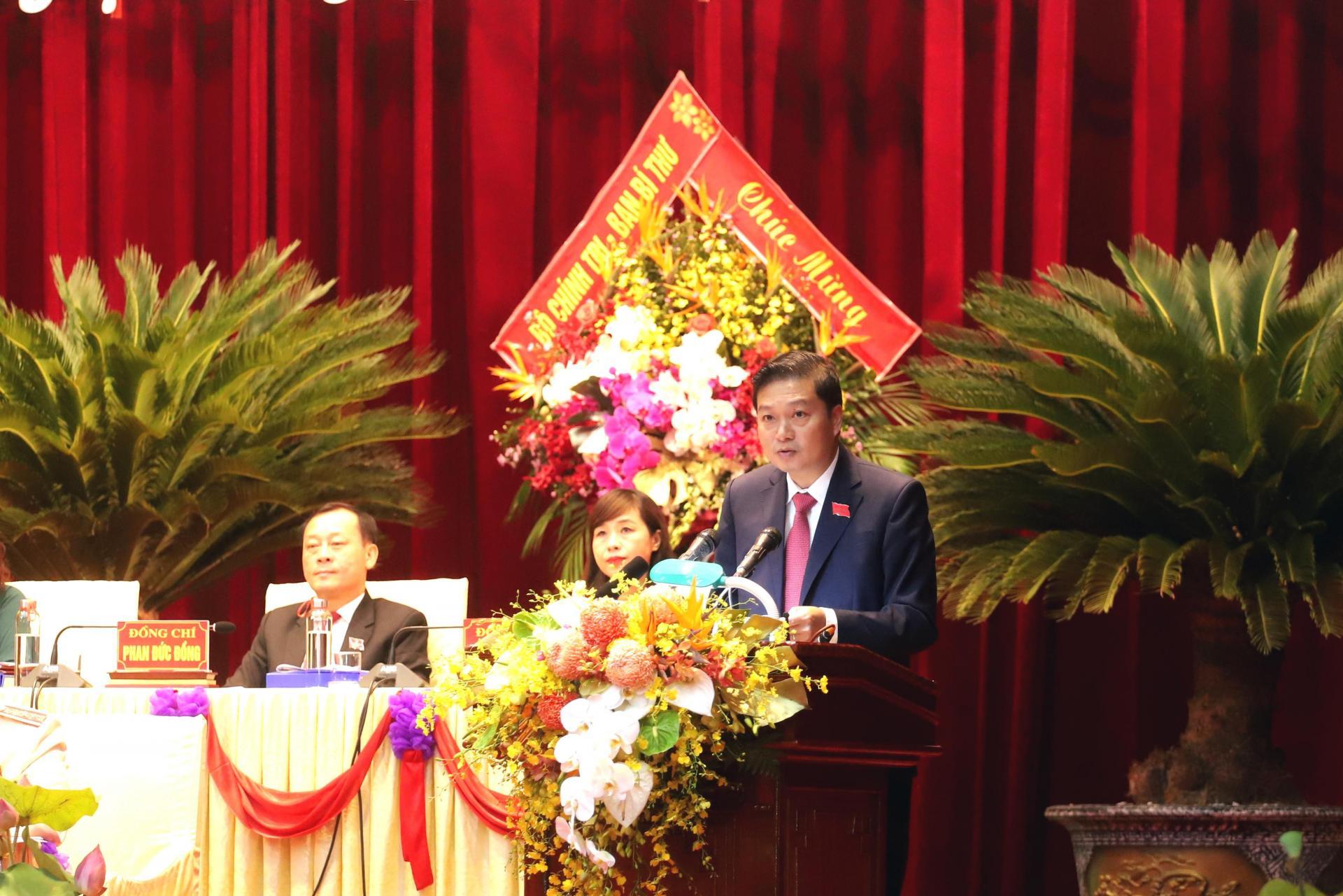 Đồng chí Lê Hồng Vinh – Phó Chủ tịch Thường trực UBND tỉnh trình bày dự thảo Chương trình hành động thực hiện Nghị quyết Đại hội Đảng bộ tỉnh lần thứ 19.
