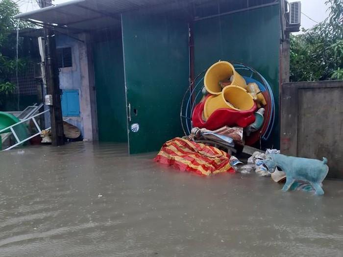 Nhiều khu vực ở TP Vinh bị ngập sâu.