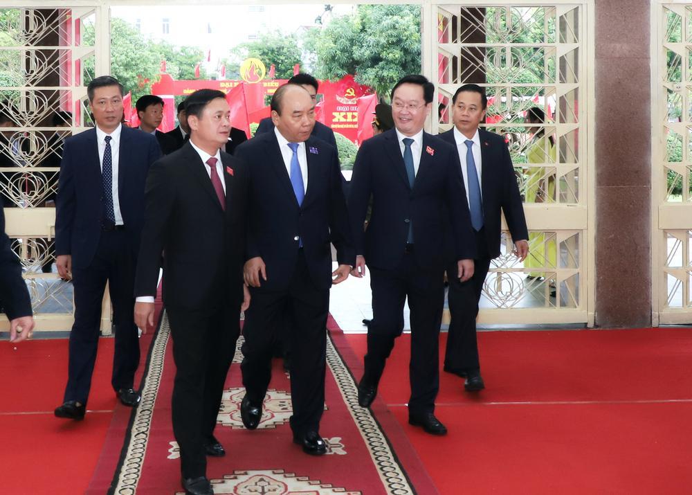 Đồng chí Nguyễn Xuân Phúc - Ủy viên Bộ Chính trị, Thủ tướng Chính phủ thay mặt Bộ Chính trị, Ban Bí thư về dự và trực tiếp chỉ đạo Đại hội.