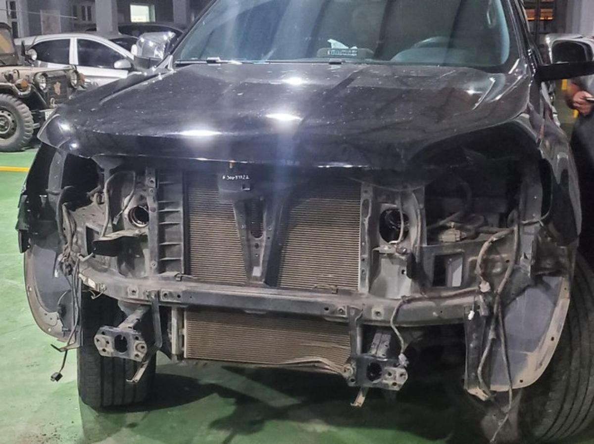 Xe ô tô của Hùng hỏng hóc nặng sau cú va chạm mạnh