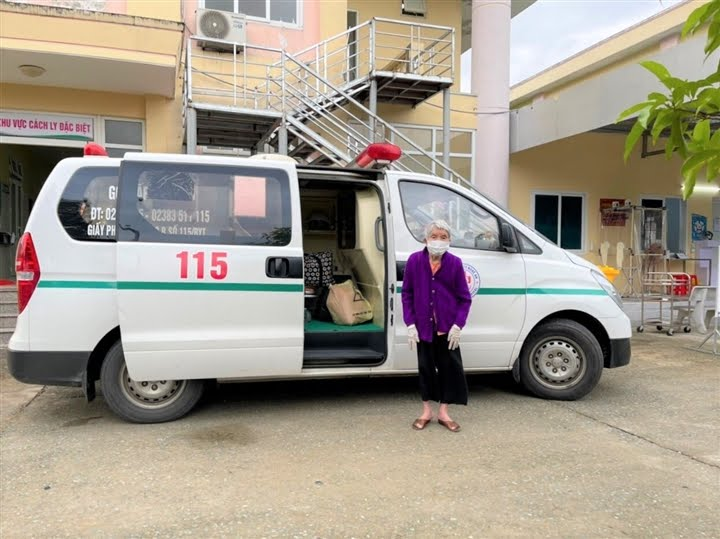 Cụ bà 105 tuổi mắc COVID-19 được xuất viện.