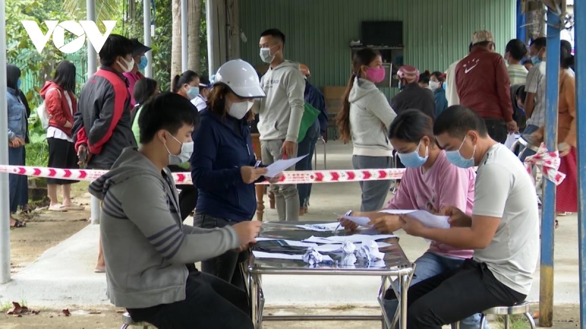 Ngành y tế đang khẩn trương truy vết, xét nghiệm để bóc tách F0 ra khỏi cộng đồng.
