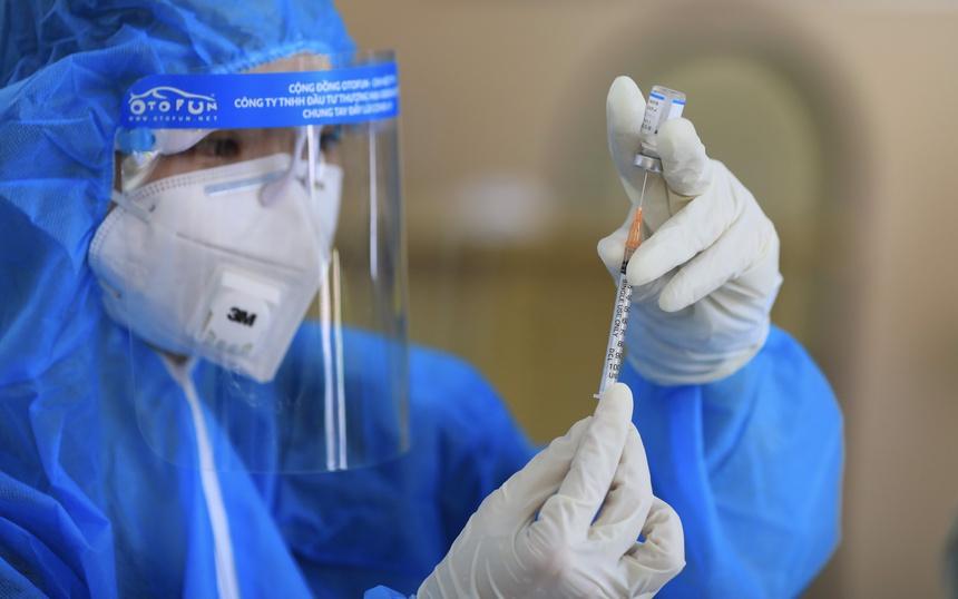 Bộ Y tế dự kiến tiêm vaccine Covid-19 cho trẻ tuổi 16-17, sau đó đến lứa tuổi nhỏ hơn. Ảnh: Quỳnh Danh.
