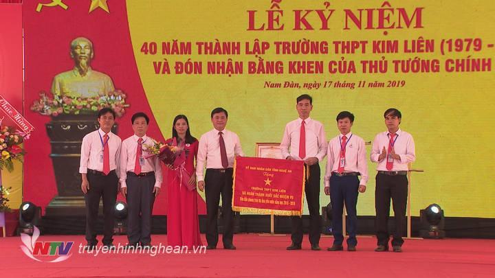 Trường THPT Kim Liên kỷ niệm 40 năm ngày thành lập và đón nhận Bằng khen của Thủ tướng Chính phủ