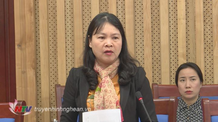 Đại diện lãnh đạo sở Công thương báo cáo tại cuộc họp.