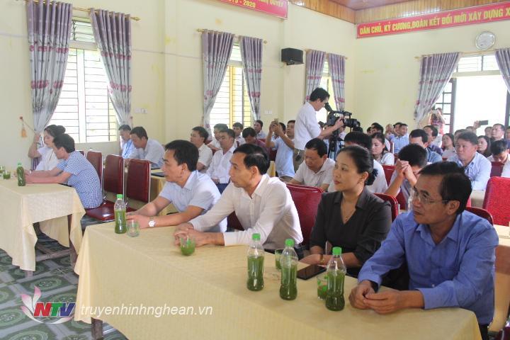 Các đại biểu tham dự Lễ công bố Quyết định của Ban Thường vụ Huyện ủy về công tác cán bộ tại xã Bắc Sơn.