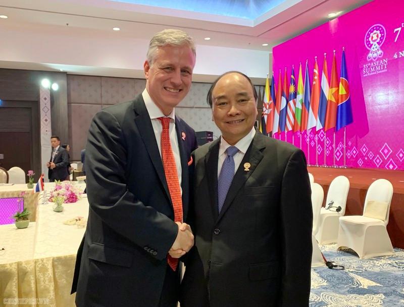 Thủ tướng Nguyễn Xuân Phúc gặp Cố vấn an ninh quốc gia, Đặc phái viên của Tổng thống Hoa Kỳ Robert Charles O'Brien.