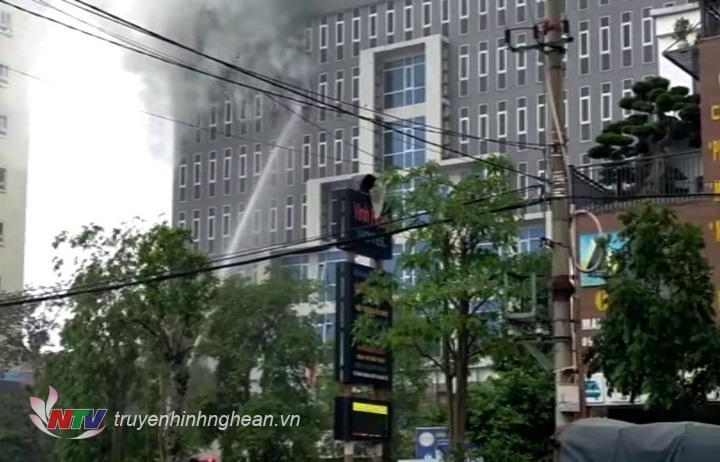 :Khu vực hiện trường vụ cháy tại khách sạn Vinh Plaza