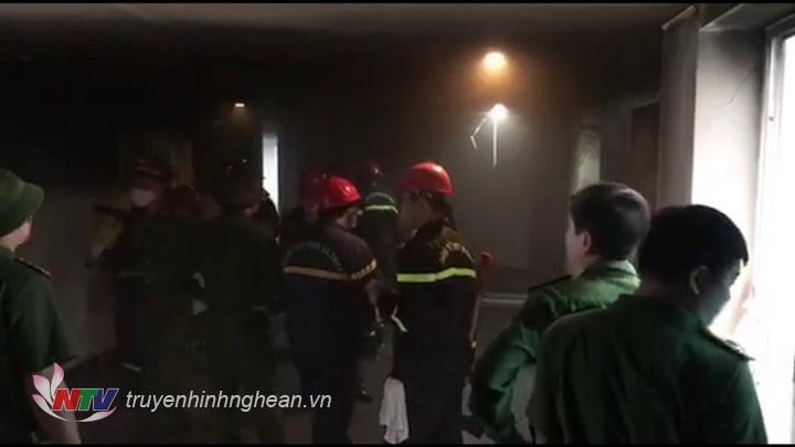 Lực lượng chức năng nhanh chóng có mặt kịp thời để dập tắt đám cháy.