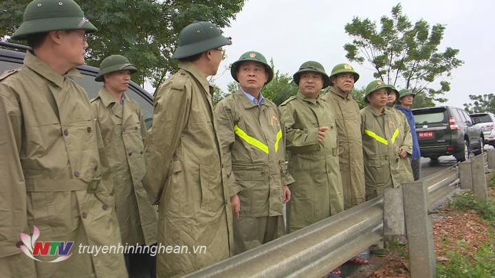 Bí thư Tỉnh ủy kiểm tra ngập lụt tại xã Bảo Thành, Yên Thành.