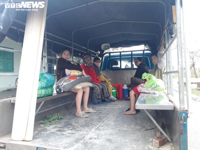 Đà Nẵng khẩn trương di dời dân phòng chống bão số 13.
