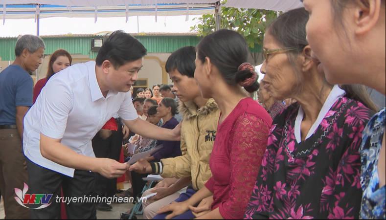 Chủ tịch UBND tỉnh Thái Thanh Quý dự ngày hội đại đoàn kết tại Nam Đàn
