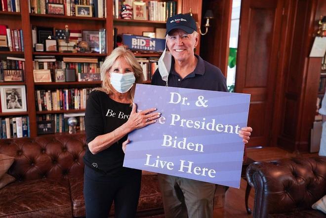 Bà Jill Biden đăng ảnh chúc mừng chồng đắc cử tổng thống.