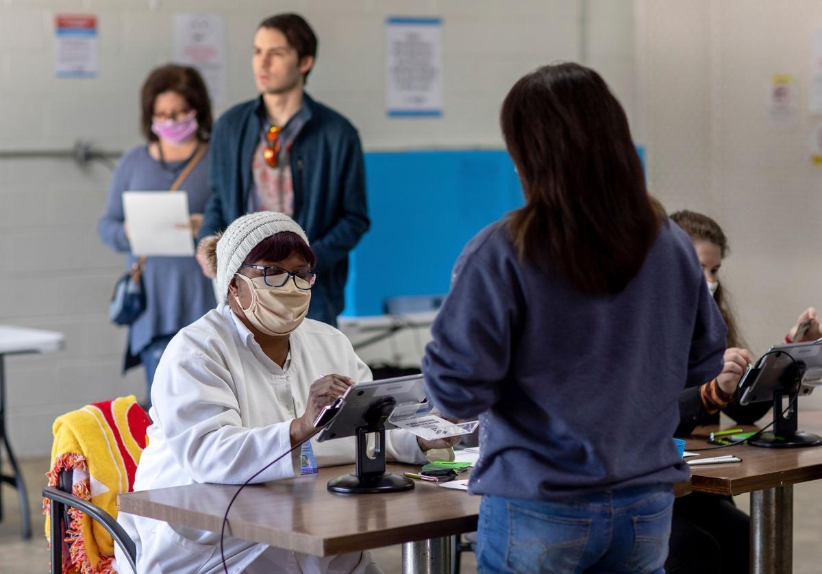 Quang cảnh tại một điểm bỏ phiếu ở Taylorsville, Georgia. Ảnh: AP.
