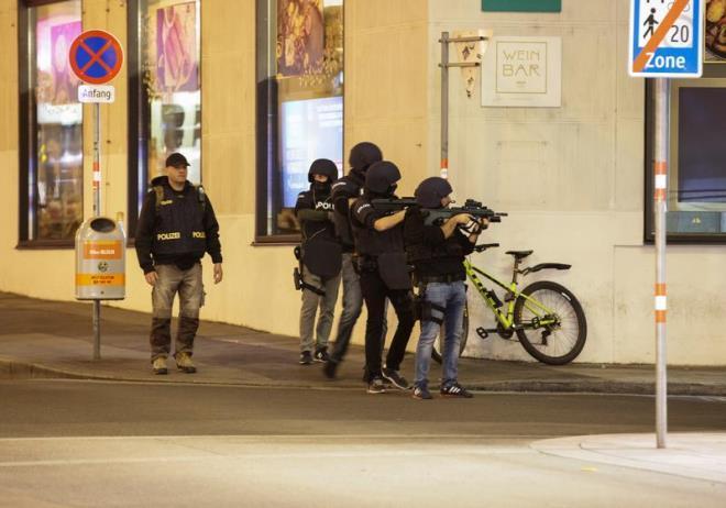 Xả súng kinh hoàng ở thủ đô Áo, ít nhất hai người chết. (Ảnh: Reuters)