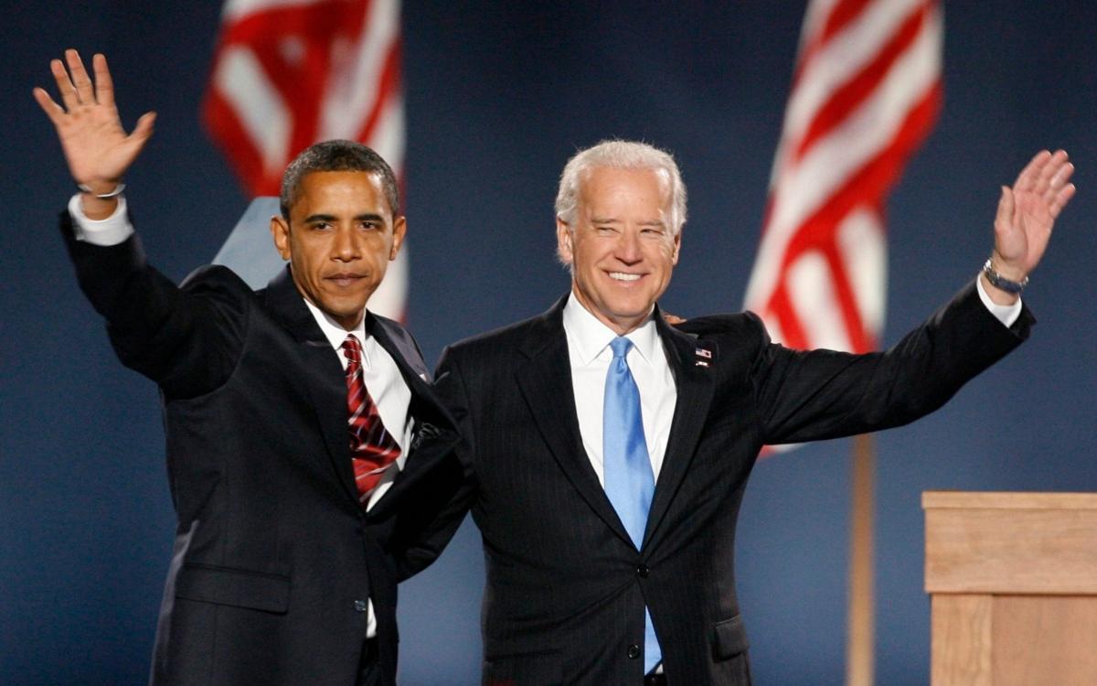 Cựu Tổng thống Obama và ông Joe Biden. Ảnh: Reuters.