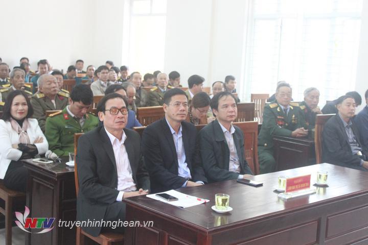 Các đại biểu tham dự buổi gặp mặt tọa đàm.
